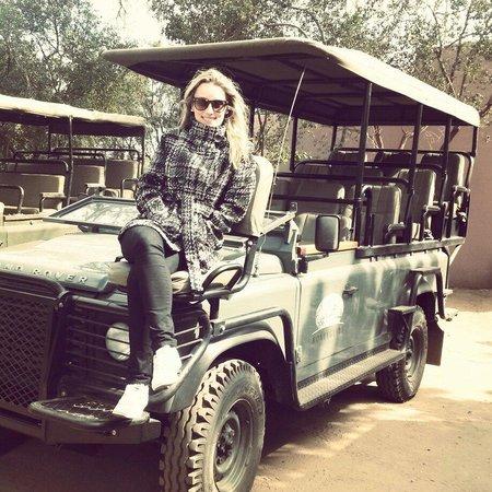 Honeyguide Tented Safari Camps: Nossa carro pro Safari. Vantagem: tinha cobertura. Os outroa carros que vi não tinham.