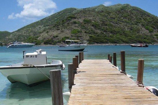 Keloa Charter Private Boat Trip: Ponton de l'île de Pinel après avoir déguster de fabuleuses langoustes!