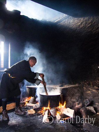Monk Art Photography Gallery: Rice cook