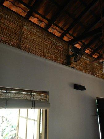 Dunes Unawatuna Hotel: Solo ventilador pero tampoco se necesita mucho mas