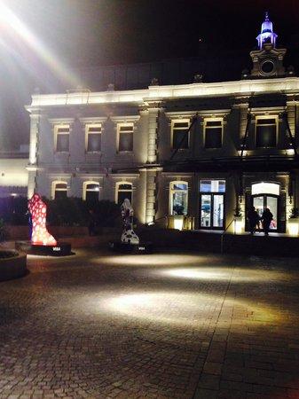 Punta Carretas Shopping: A Fachada