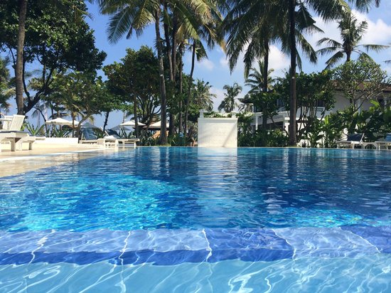 Legong Keraton Beach Hotel: The pool - prefect temp & with a wading pool
