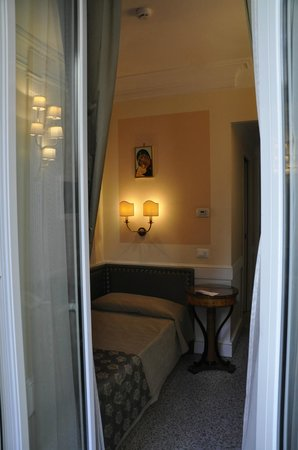 Boutique Hotel Trevi : Single room bed
