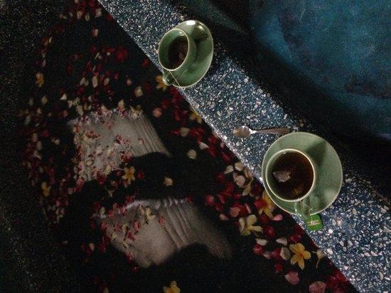 Bodyworks: Flower bath + green tea