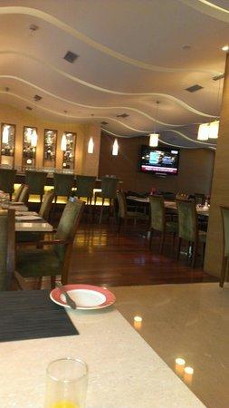 Adarsh Hamilton: Restaurant