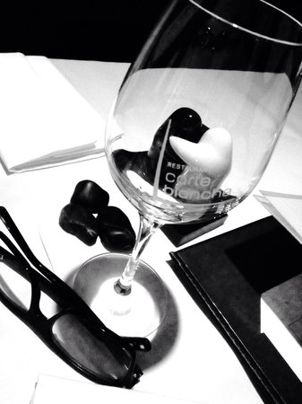 Restaurant Carte Blanche : Les verres de table