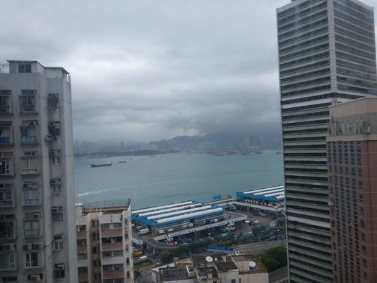 Hotel Jen Hong Kong : View from the 22nd floor over the harbour