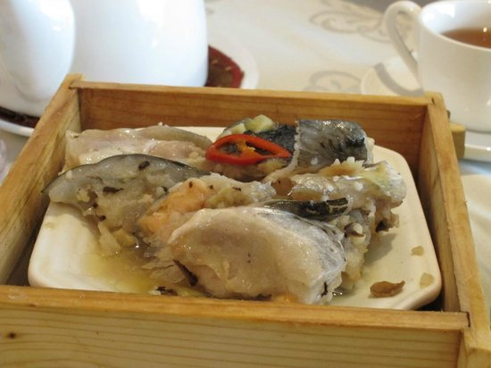 Paramount Chinese Cuisine: Garlic Steamed Salmon Fish Head