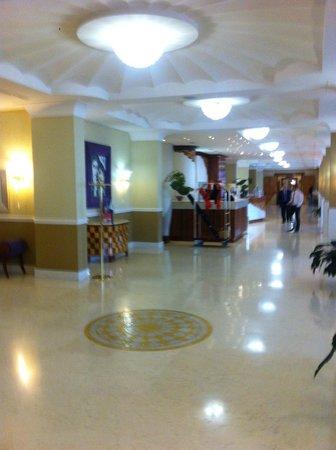 Zanhotel & Meeting Centergross : hall
