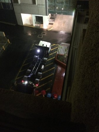 Parmelia Hilton Perth : Dumpster beneath my room being emptied at 4am