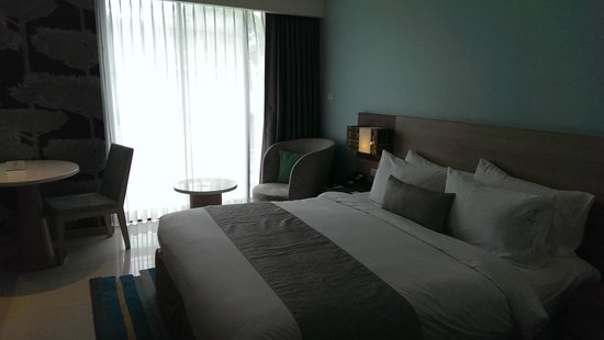 Holiday Inn Express Phuket Patong Beach Central: King Size Bed