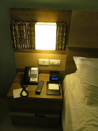 Holiday Inn Express Phuket Patong Beach Central: Phone deck with Ipod rest clock