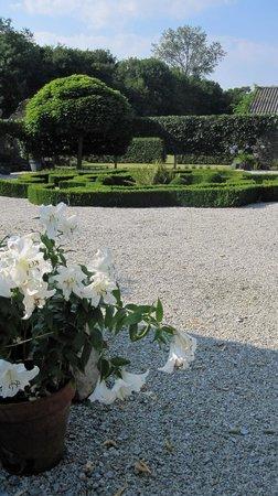 Manoir de Kerledan : Beautifully kept garden