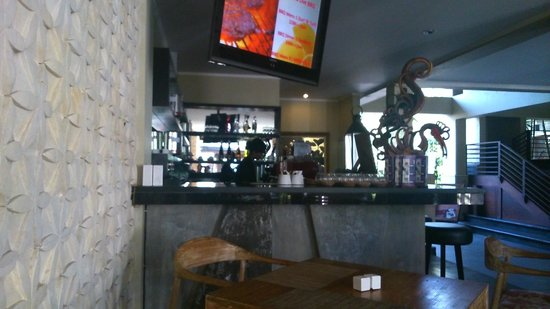 Kamuela Villas and Suite Sanur: Cafe servery with real coffee machine