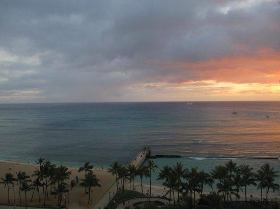 Park Shore Waikiki: Sunset from the balcony