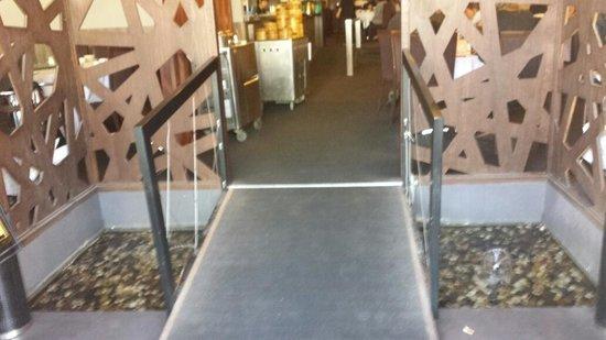Regal On Roe Seafood Restaurant: entrance