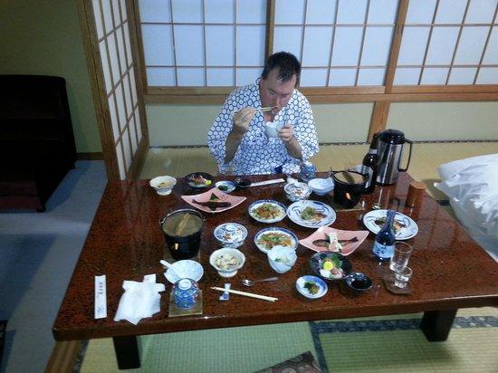 Kamesei Ryokan: Dinner in our room