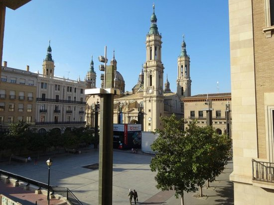Apartamentos Sabinas El Pilar: View of the square