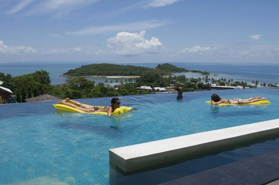 KC Resort & Over Water Villas : One of the three pools
