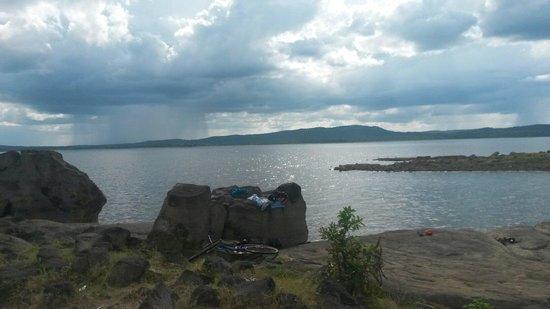 Kantale Lake in dry season.  By World Traveller