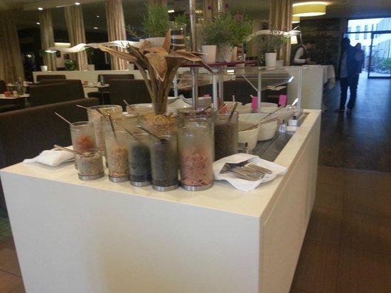 Mercure Hotel MOA Berlin : Frühstück alles, wirklich alles drauf- Orangesaftmaschine macht allerdings krach