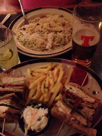 Frankie And Bennys: Chicken Carbonara & Clubhouse