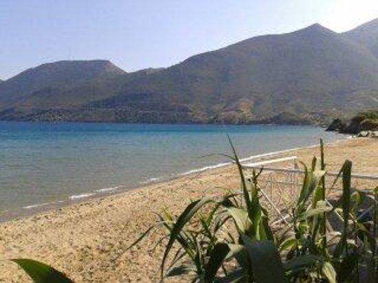 Kalamakia Tavern skoutari: Beach view, Skoutari bay