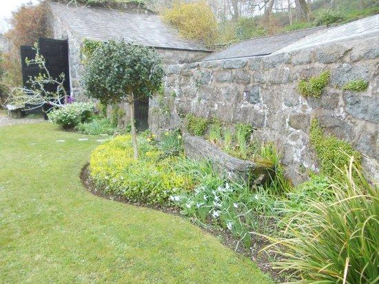 Plas yn Rhiw: View of garden