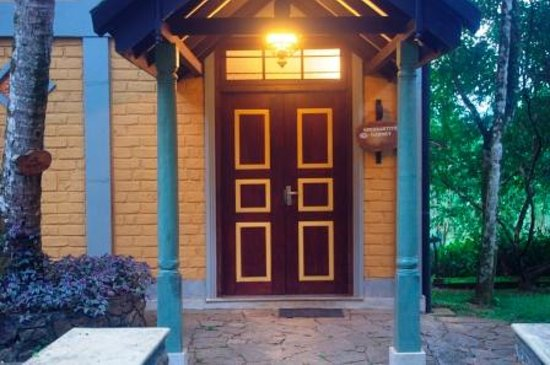 Lake Serenity Boutique Hotel: Boutique entrance