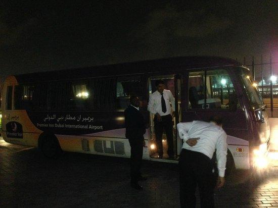 Premier Inn Dubai International Airport Hotel: シャトルバス