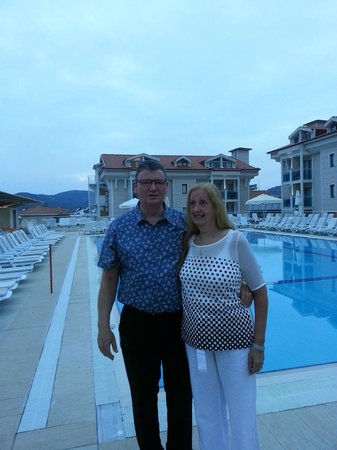 Aes Club Hotel: evening at pool