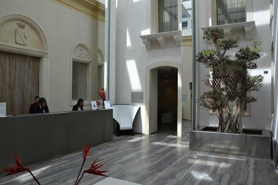 Hotel Romano House: Empfangsbereich