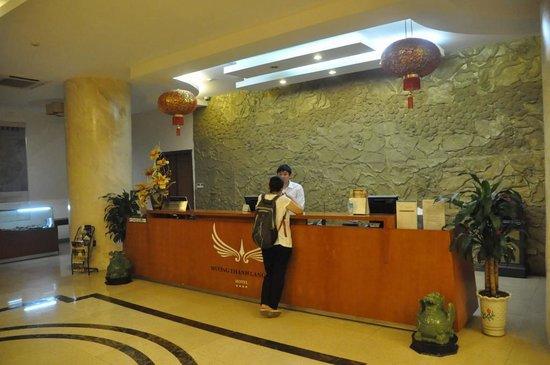 Muong Thanh Lang Son Hotel: フロントの様子