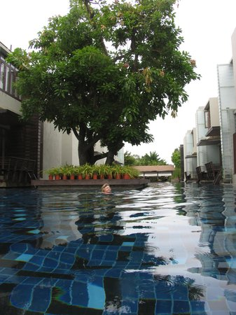 Let's Sea Hua Hin Al Fresco Resort: Swim from your room to the bar