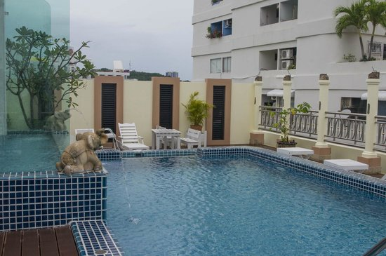 Whitehouse Condotel: Rooftop pool