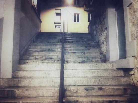 la descente d escaliers picture of le passage orbe tripadvisor. Black Bedroom Furniture Sets. Home Design Ideas