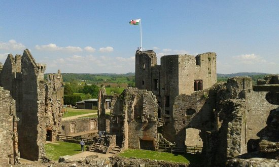 Raglan Castle: Amazing place to explore