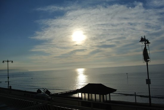 Shanklin Beach Hotel : Lovely sun rise from our room