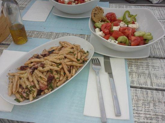 Saradari: домашняя лапша с осьминогом и греческий салат