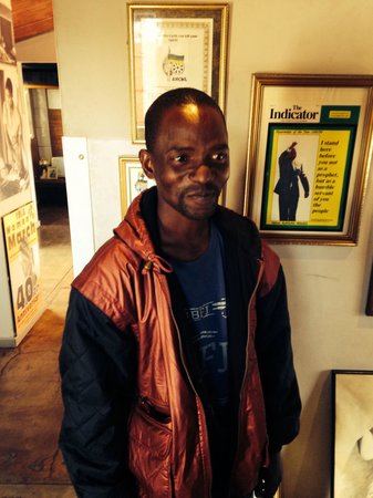 Hector-Pieterson-Museum: Our brilliant tour guide, Poloko