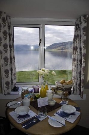Point Cottage B&B : Breakfast in our room overlooking the water. What a start to the day.