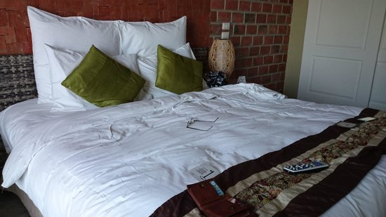 The Henry Hotel Cebu: Bed