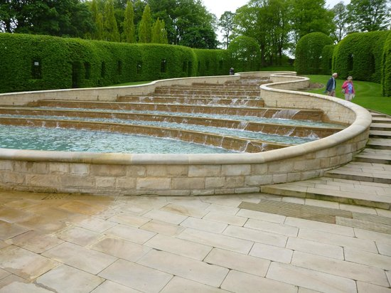 The Alnwick Garden : Bottom of waterfall