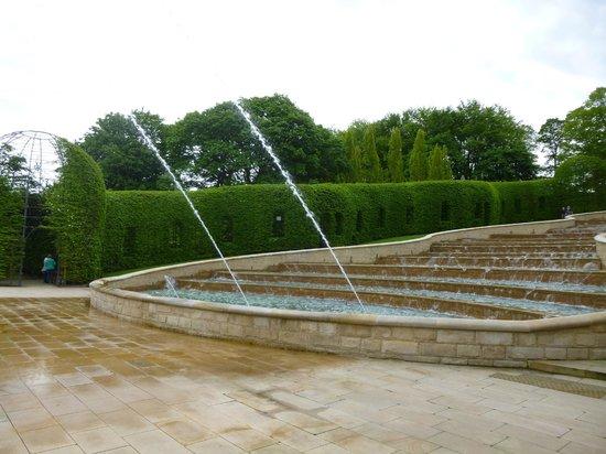 The Alnwick Garden : Spraying water