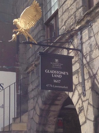 Gladstone's Land: Look for this sign on the Royal Mile