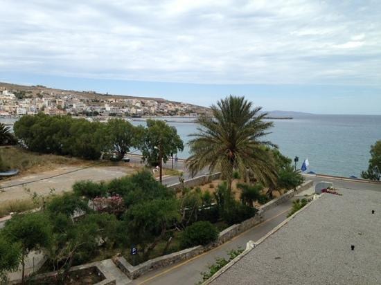 Sitia Beach City Resort & Spa : uitzicht vanuit onze kamer.
