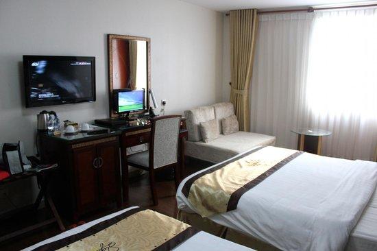 Signature Saigon Hotel: Chambre spacieuse bien équipée