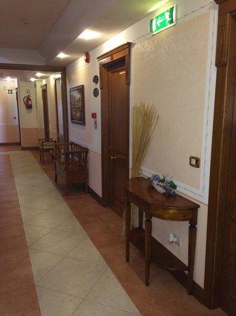 Lola Piccolo Hotel : Corridoio
