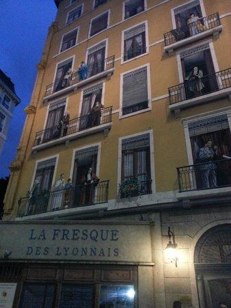 Le Mur Des Canuts: Не отличишь от настоящих!