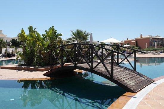 Monte Santo Resort: Part of the pool area